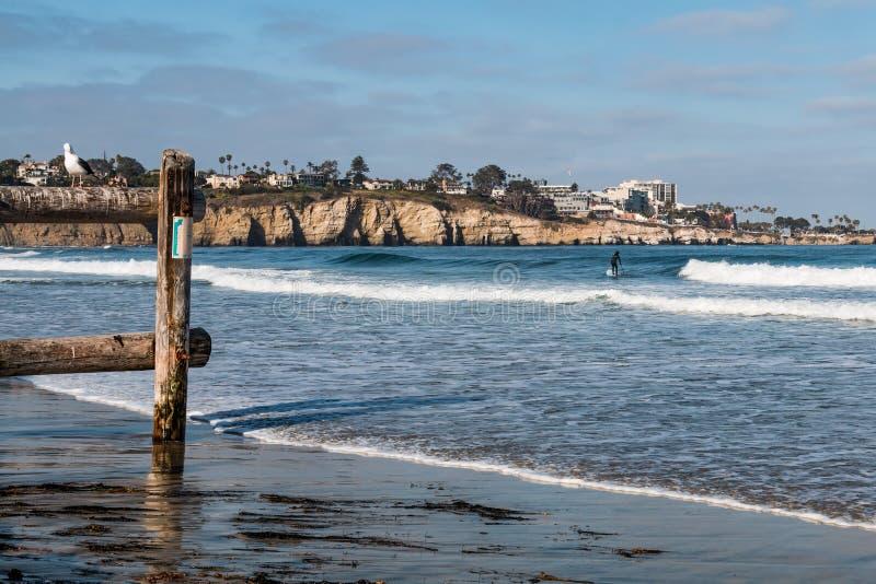 La baia ed il mare di La Jolla frana San Diego immagini stock libere da diritti
