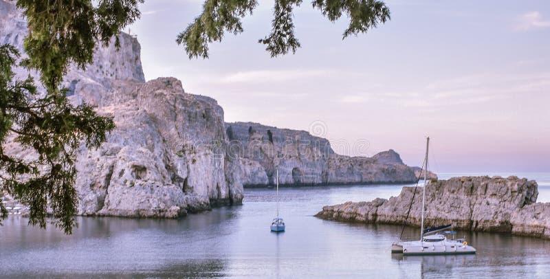 La baie de St Paul, le bateau aller à la côte photographie stock libre de droits
