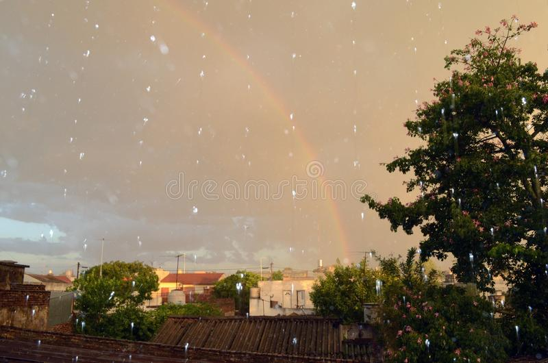 La baisse de pluie se sent comme une caresse photo libre de droits