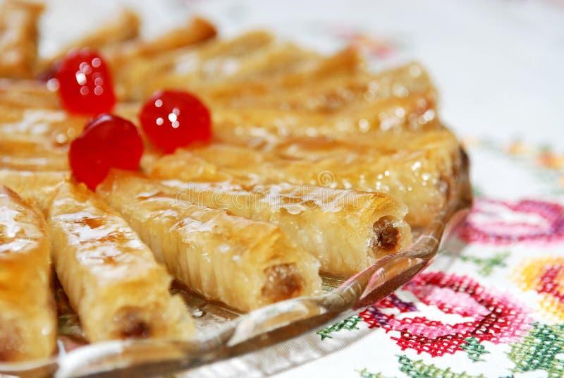 La baklava tradizionale del dessert sopra plat, dessert orientale immagini stock