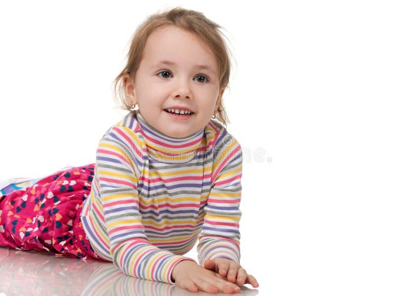 La bambina allegra sta sognando fotografia stock
