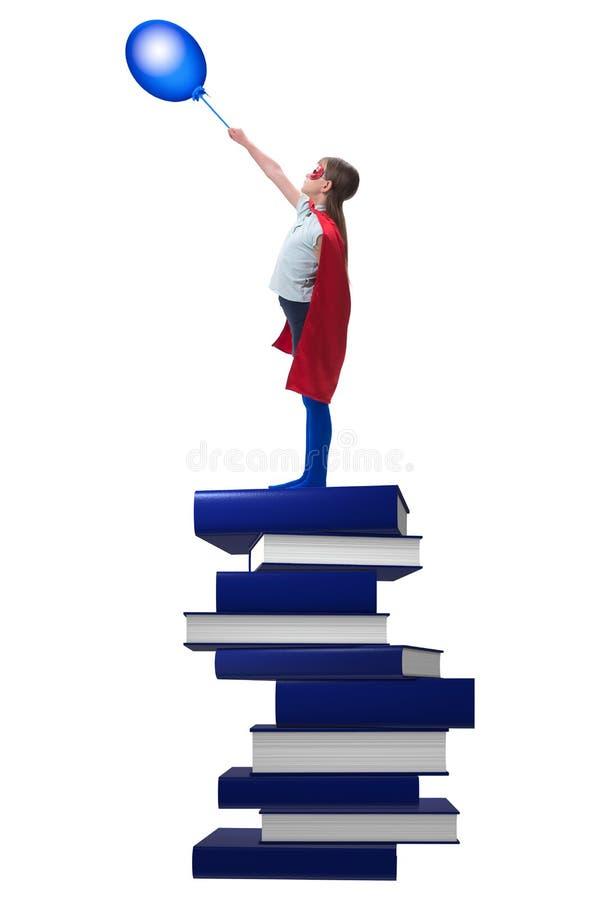 Download La Bambina Del Supereroe Nel Concetto Di Istruzione Immagine Stock - Immagine di sfida, libro: 117978061