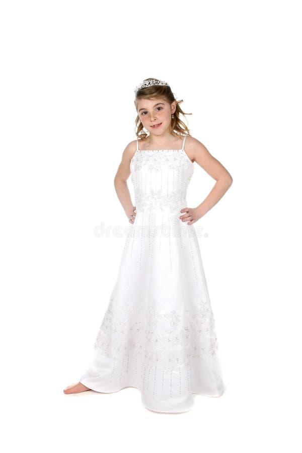 La bambina graziosa si è vestita nel bianco fotografia stock