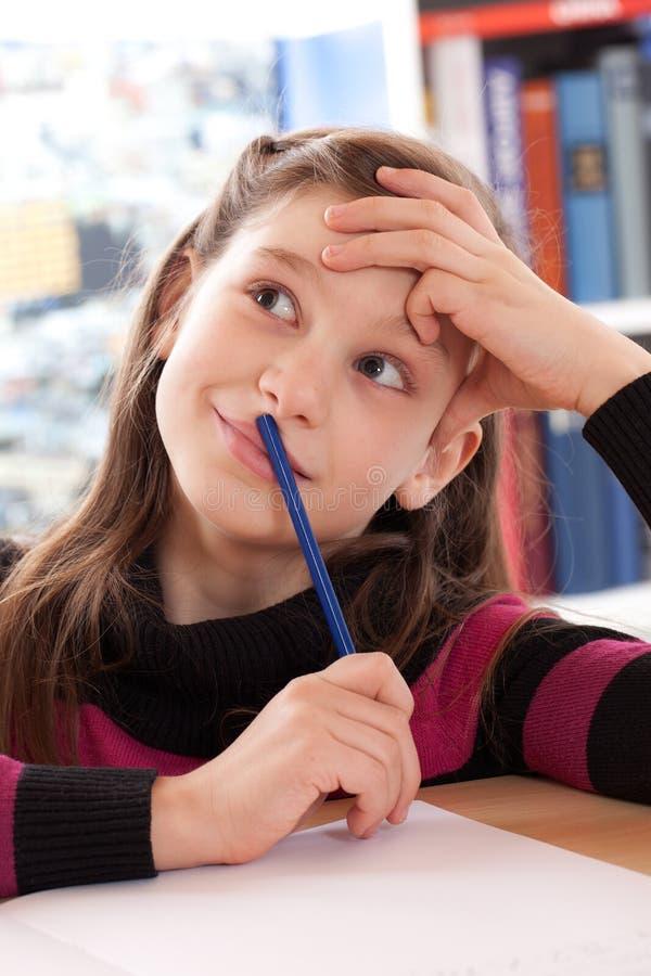 La bambina ha una buona idea fotografia stock libera da diritti