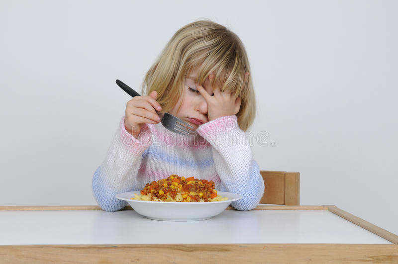 La bambina mangia fotografia stock