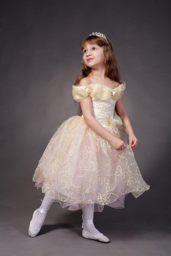 La bambina si è vestita in su come principessa immagini stock libere da diritti