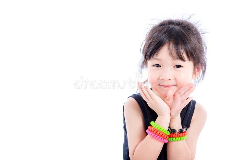 La bambina sorride sopra fondo bianco fotografia stock
