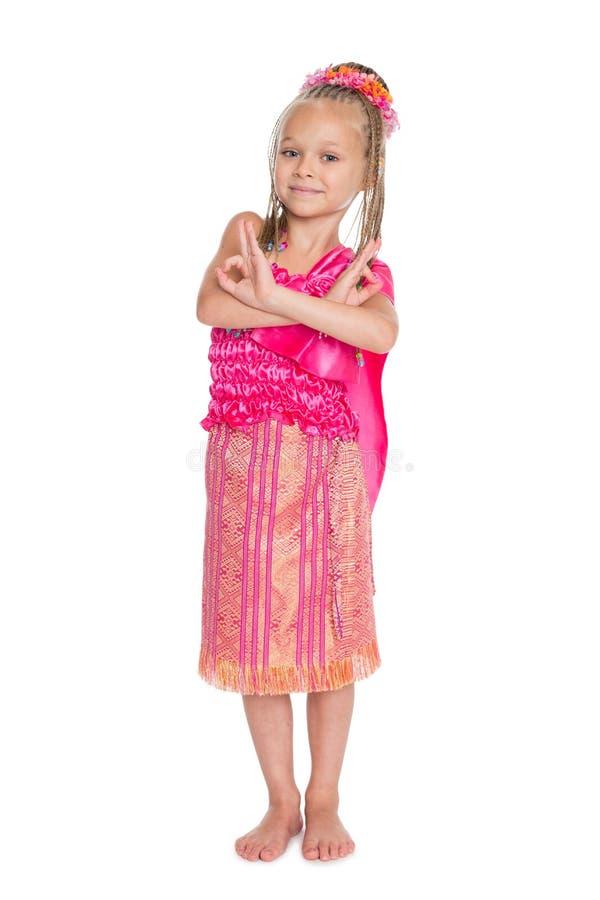 La bambina sta ballando il ballo tailandese fotografia stock libera da diritti