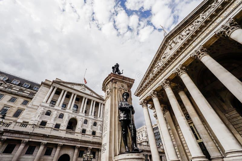 La banca di Inghilterra, vista grandangolare, città di Londra, Regno Unito immagini stock