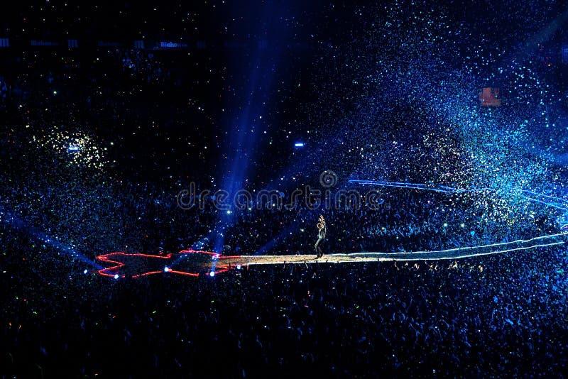La banda de Coldplay se realiza en el estadio de Vicente Calderon fotos de archivo libres de regalías