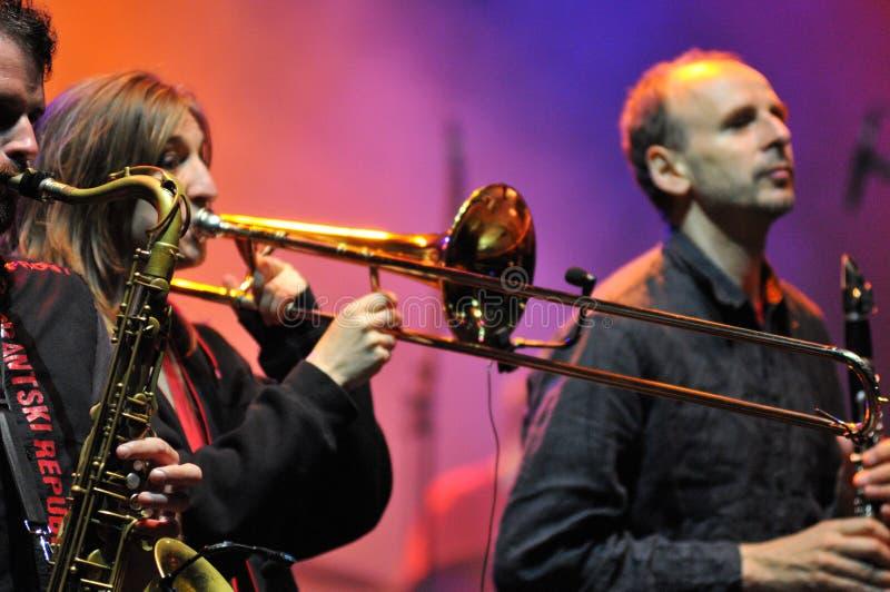 La banda de Rotfront de Berlín realiza un concierto vivo fotos de archivo