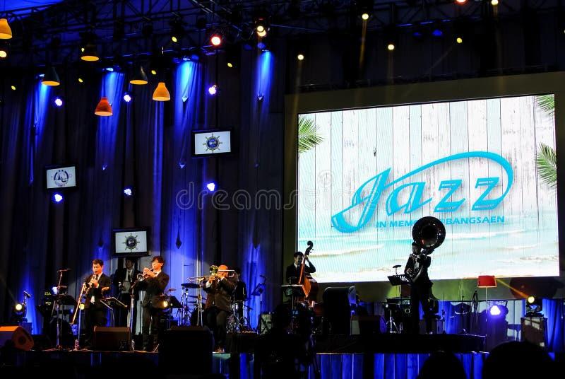 La banda di Jazz Minions esegue nel jazz nella memoria a Bangsaen fotografia stock