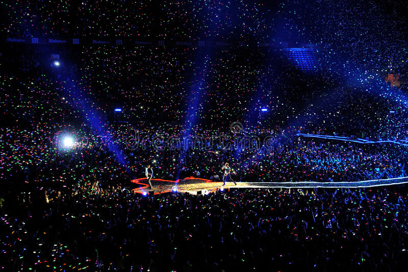 La bande de Coldplay exécute au stade de Vicente Calderon image libre de droits
