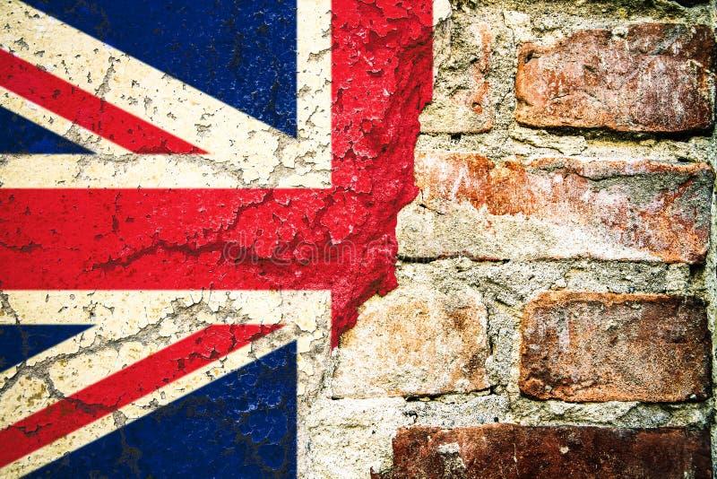 La bandera BRITÁNICA de la bandera de Reino Unido pintó el concepto de peladura dividido agrietado de Brexit de la fachada del ce imagen de archivo libre de regalías