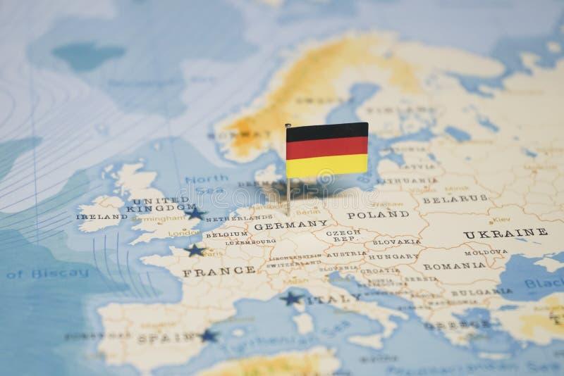 La bandera de Alemania en el mapa del mundo fotografía de archivo