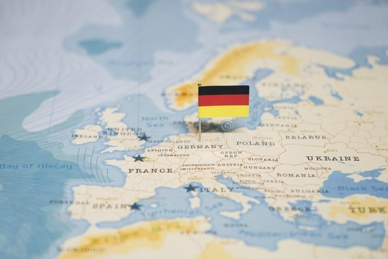 La bandera de Alemania en el mapa del mundo fotografía de archivo libre de regalías
