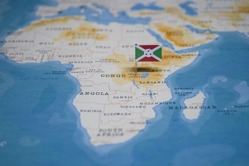 La bandera de Burundi en el mapa del mundo imagen de archivo libre de regalías