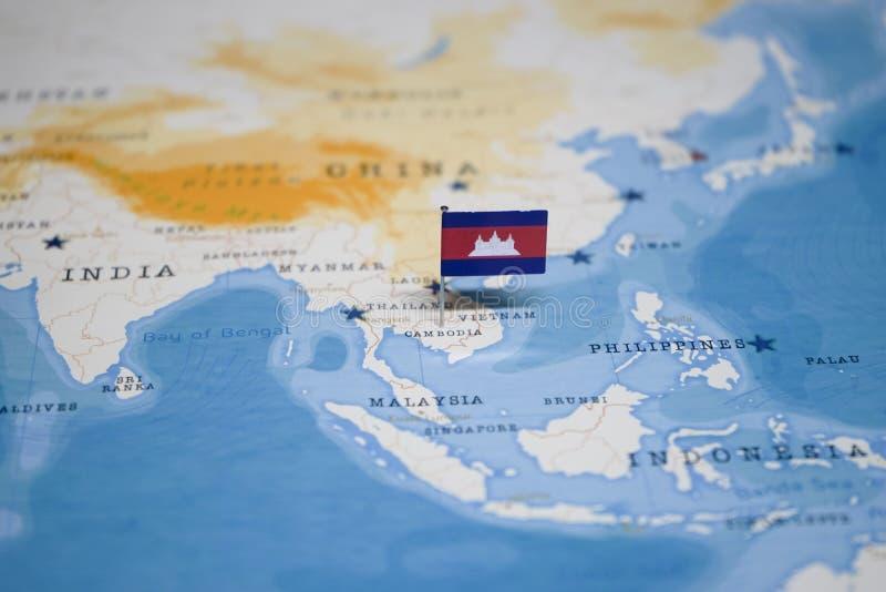 La bandera de Camboya en el mapa del mundo fotos de archivo libres de regalías