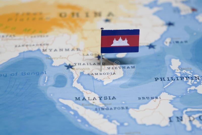 La bandera de Camboya en el mapa del mundo foto de archivo