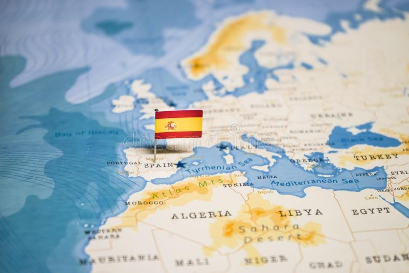 La bandera de Espa?a en el mapa del mundo foto de archivo libre de regalías