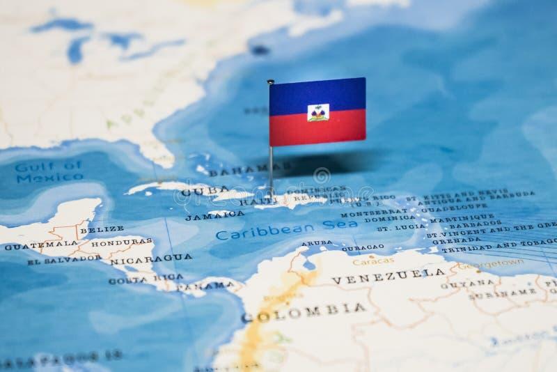 La bandera de Hait? en el mapa del mundo foto de archivo