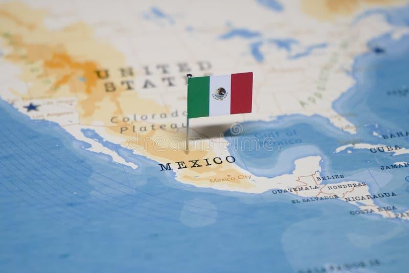 La bandera de México en el mapa del mundo imágenes de archivo libres de regalías