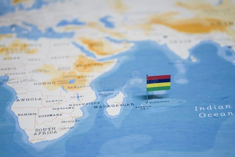 La bandera de Mauricio en el mapa del mundo fotografía de archivo libre de regalías