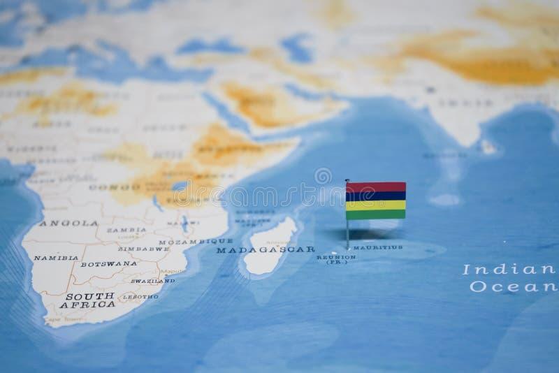 La bandera de Mauricio en el mapa del mundo foto de archivo libre de regalías
