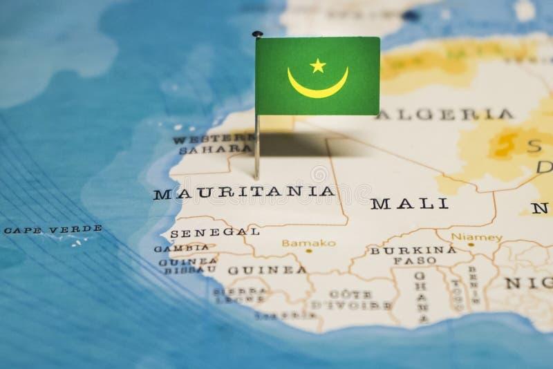 La bandera de Mauritania en el mapa del mundo imagenes de archivo