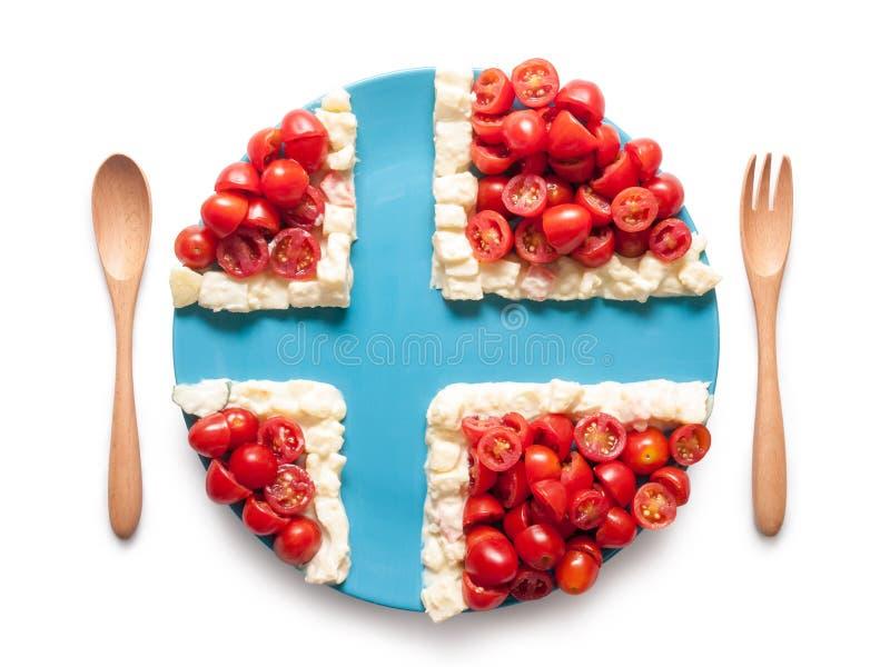 La bandera de Noruega hizo del tomate y de la ensalada foto de archivo