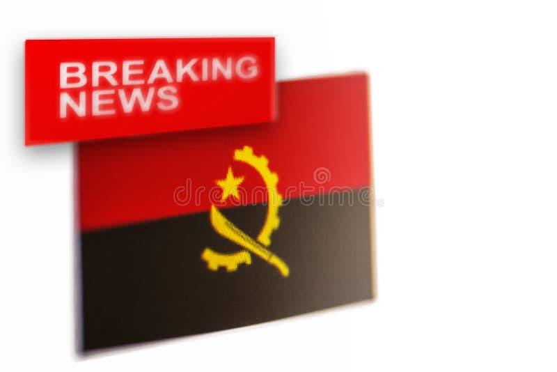 La bandera de país de las noticias de última hora, de Angola y las noticias de la inscripción imagen de archivo