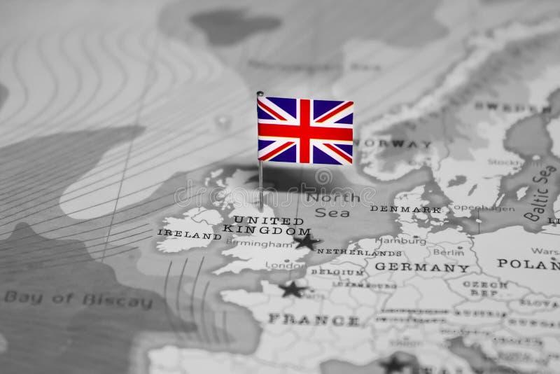 La bandera de Reino Unido en el mapa del mundo imágenes de archivo libres de regalías