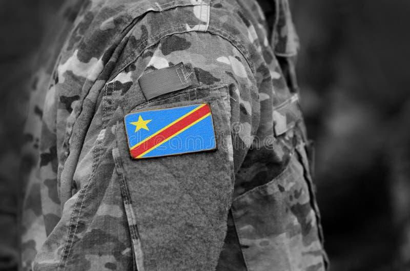 La bandera de República Democrática del Congo en soldados arma Ejército, tro imagenes de archivo