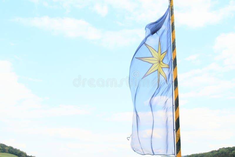 La bandera de Sternberg que sopla en el viento imagen de archivo libre de regalías