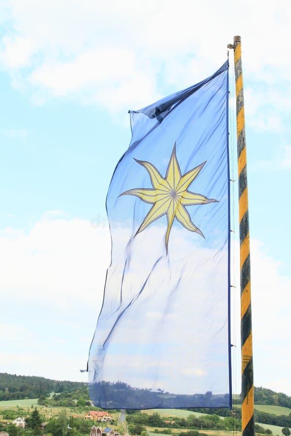 La bandera de Sternberg que sopla en el viento fotografía de archivo libre de regalías