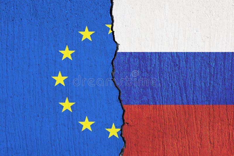 La bandera de la unión europea y la bandera de Rusia pintaron en la pared stock de ilustración