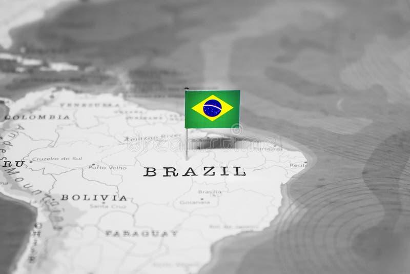 La bandera del Brasil en el mapa del mundo fotografía de archivo libre de regalías