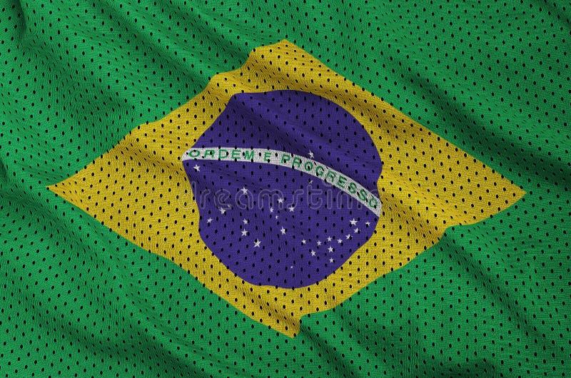 La bandera del Brasil imprimió en una tela de malla de nylon de la ropa de deportes del poliéster imagen de archivo