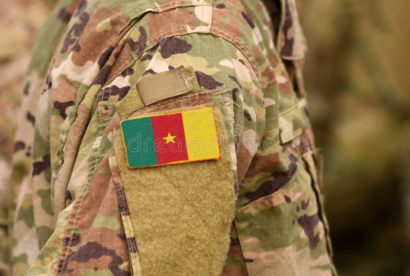 La bandera del Camerún en soldados arma Collage de las tropas de la República de Camerún fotografía de archivo libre de regalías