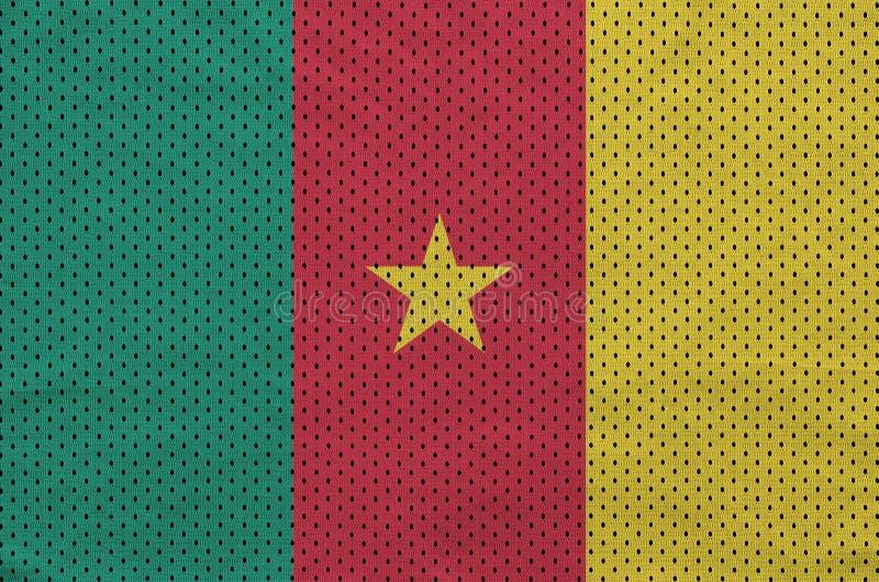 La bandera del Camerún imprimió en un fabri de nylon de la malla de la ropa de deportes del poliéster imagen de archivo libre de regalías