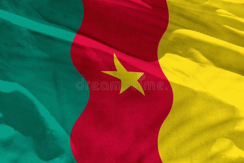 La bandera del Camerún que agita para usar como textura o fondo, la bandera está agitando en el viento imágenes de archivo libres de regalías