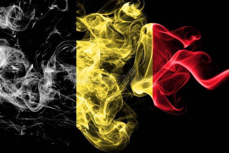 La bandera nacional de Bélgica hizo del humo coloreado aislado en fondo negro Fondo sedoso abstracto de la onda stock de ilustración