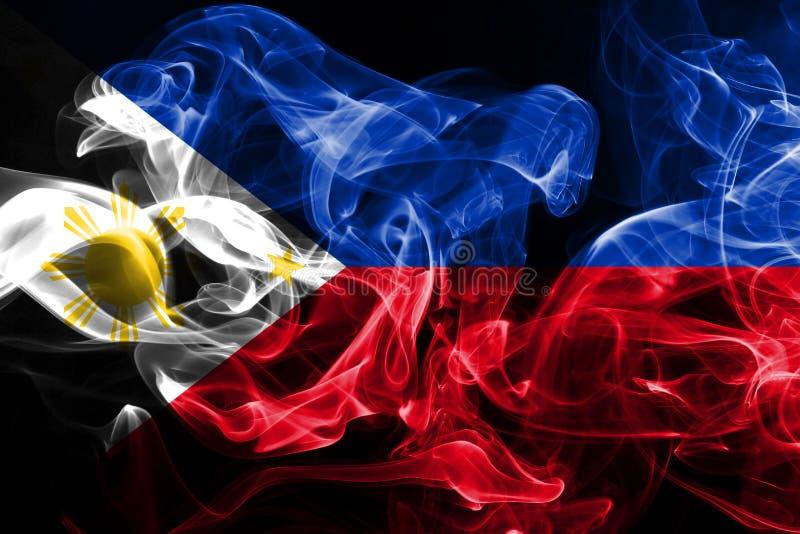 La bandera nacional de Filipinas hizo del humo coloreado aislado en fondo negro imagen de archivo libre de regalías