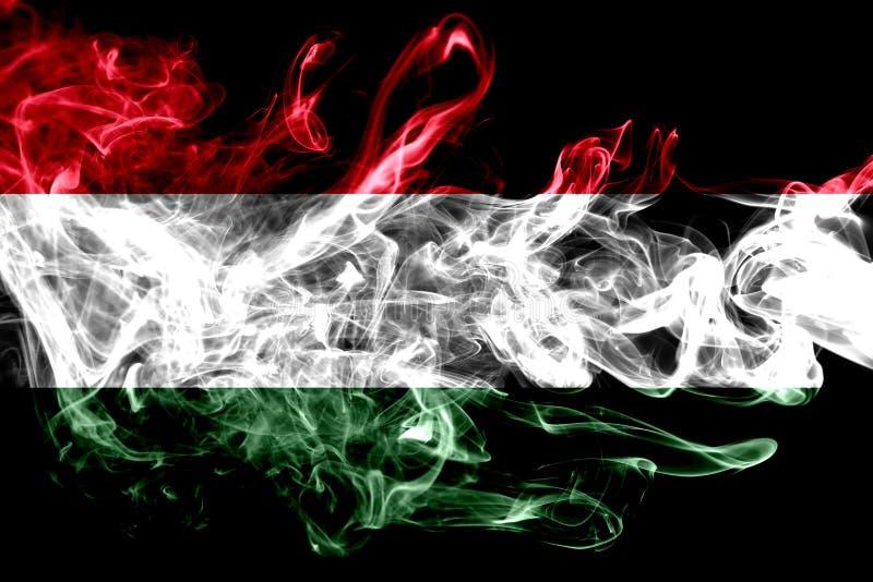 La bandera nacional de Hungría hizo del humo coloreado aislado en fondo negro Fondo sedoso abstracto de la onda libre illustration