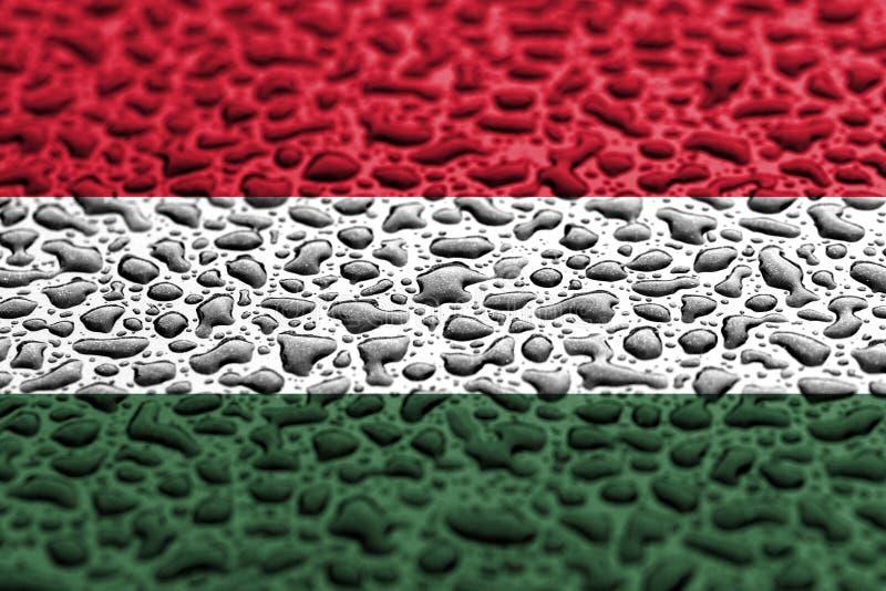 La bandera nacional de Hungr?a hizo de descensos del agua Concepto del pron?stico del fondo fotografía de archivo