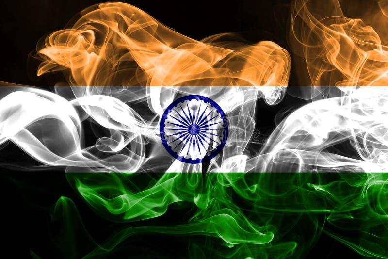 La bandera nacional de la India hizo del humo coloreado aislado en fondo negro stock de ilustración