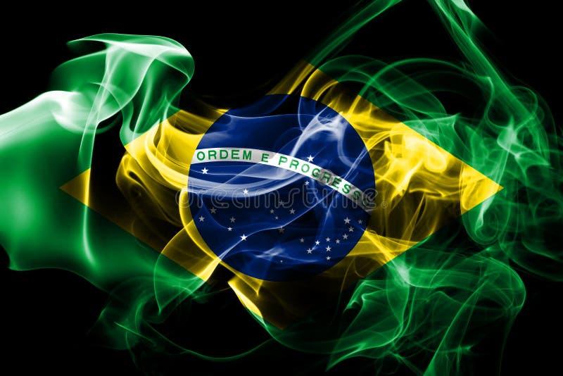 La bandera nacional del Brasil hizo del humo coloreado aislado en fondo negro ilustración del vector