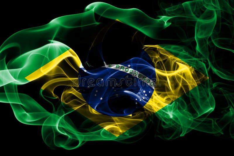 La bandera nacional del Brasil hizo del humo coloreado aislado en fondo negro Fondo sedoso abstracto de la onda libre illustration