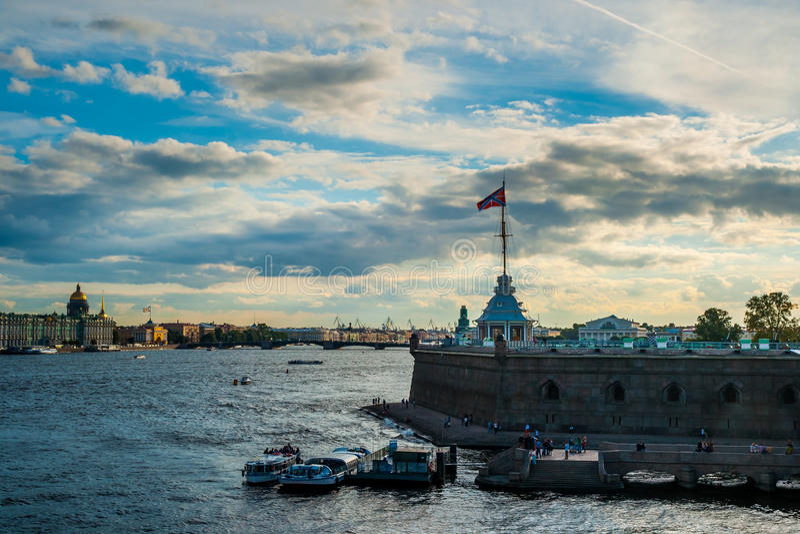 La bandera rusa de la fortaleza fotografía de archivo