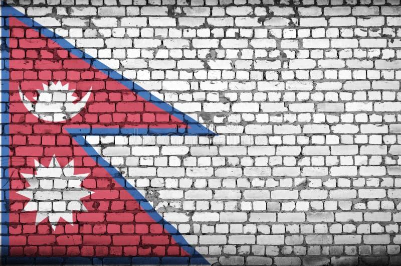 La bandiera del Nepal è dipinta su un vecchio muro di mattoni fotografie stock